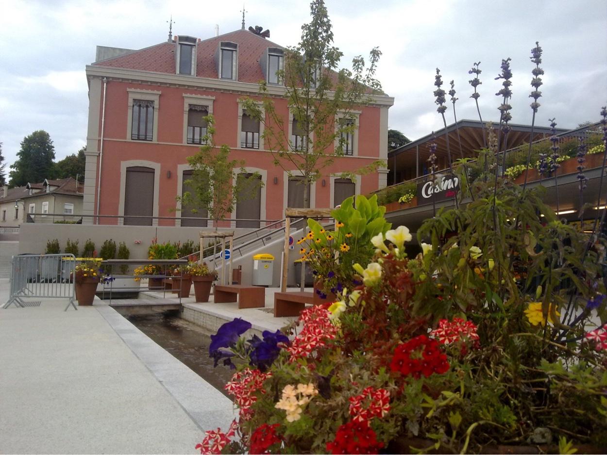 Bibliothèque Saint Martin D Uriage services et commerces – villa du lucquet – st martin d'uriage